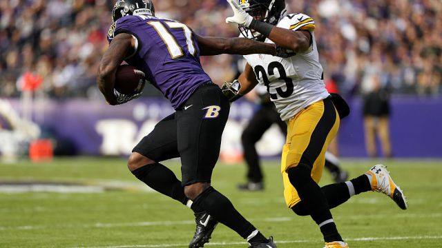 LANDOVER, MD - OCTOBER 16: Wide receiver Mike Wallace #17 of the Baltimore Ravens scores a first quarter touchdown past free safety Mike Mitchell #23 of the Pittsburgh Steelers at FedExField on October 16, 2016 in Landover, Maryland. (Photo by Patrick Smith/Getty Images)